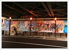 壁画は絵巻風に、朝・昼・夕・晩の1日の流れと、高田馬場の春夏秋冬を組み合わせ、シーン毎に人々の暮らしと風物が描かれている