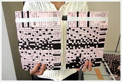 最上段まで貼ったら、作業は終了。1枚のボードに貼った切符の数は560枚でした