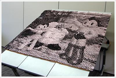 完成したアート作品は飯能駅コンコースの飯能市役所出張所に展示されています。