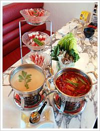 豆乳雪見コラーゲンボール鍋&灼熱の赤地獄鍋 具材はお得な3種の肉盛りと野菜盛り合わせ